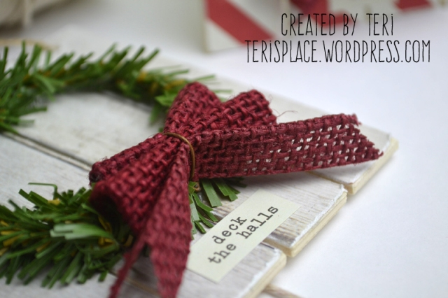 Mini Pallet Christmas Ornament by Teri//terisplace.wordpress.com